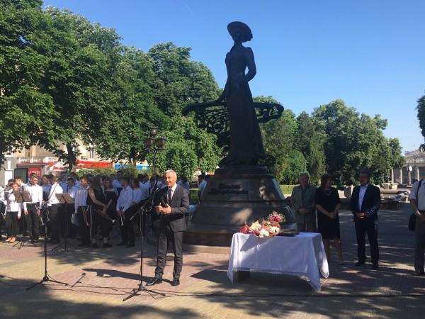 З теплими привітаннями та побажаннями виступив заступник міського голови міста Тернополя Леонід Бицюра